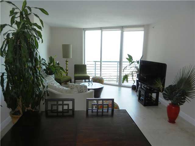One Miami #4316 - 03 - photo