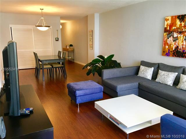 Residences on Hollywood #710 photo01