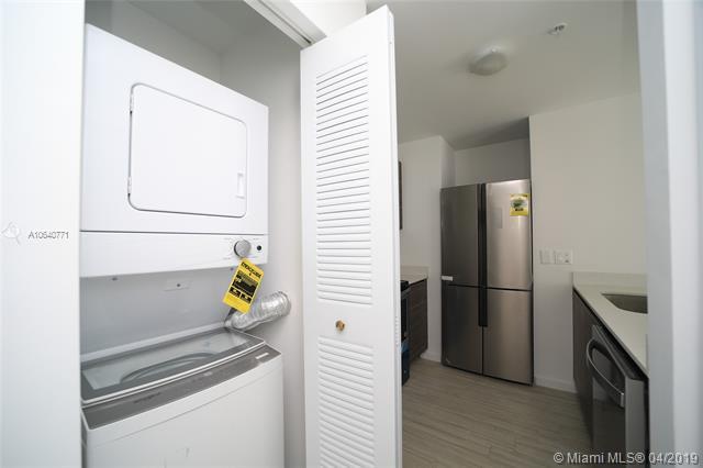 Property 481 NE 29th St #605 image 6