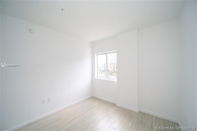 Property 481 NE 29th St #605 image 7