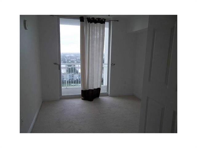 Duo Hallandale #2002W photo12