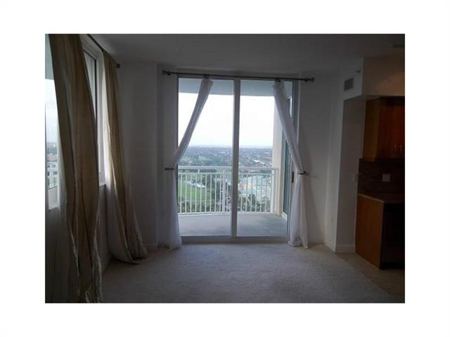 Duo Hallandale #2002W photo14
