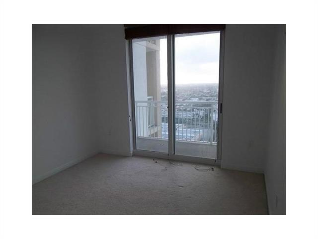 Duo Hallandale #2002W photo16