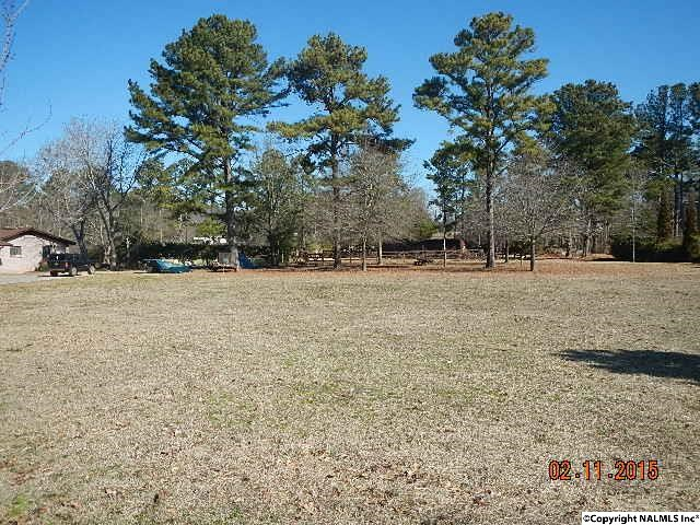 Photo of home for sale at 0 Lakewood Drive, Gadsden AL